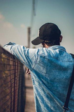 Czym się kierować przy wyborze męskiej kurtki jeansowej?
