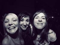 Dziewczyny na koncercie Grubsona