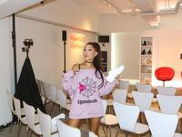 """Reebok przedstawia """"dzień z życia"""" Ariany Grande"""