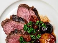 Jakie polskie dania mięsne warto polecić zagranicznym znajomym?