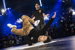 B-Boy Issei vs B-Boy Hong10 na światowym finale Red Bull BC One 2016 w Japonii