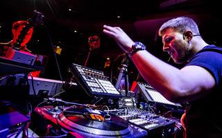 Czy tak będzie wyglądał DJ-ing przyszłości?
